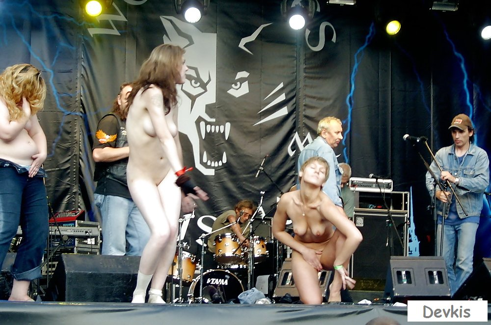 Many Girls Public Flashing Nude On Pop Concert Stage