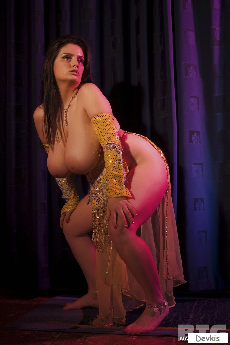 belly-dance-video-boobs-hot-naked-playboy-college-girls