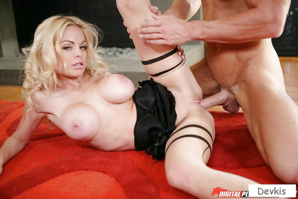 Watch Jesse Jane And Riley Steele In The Training Room