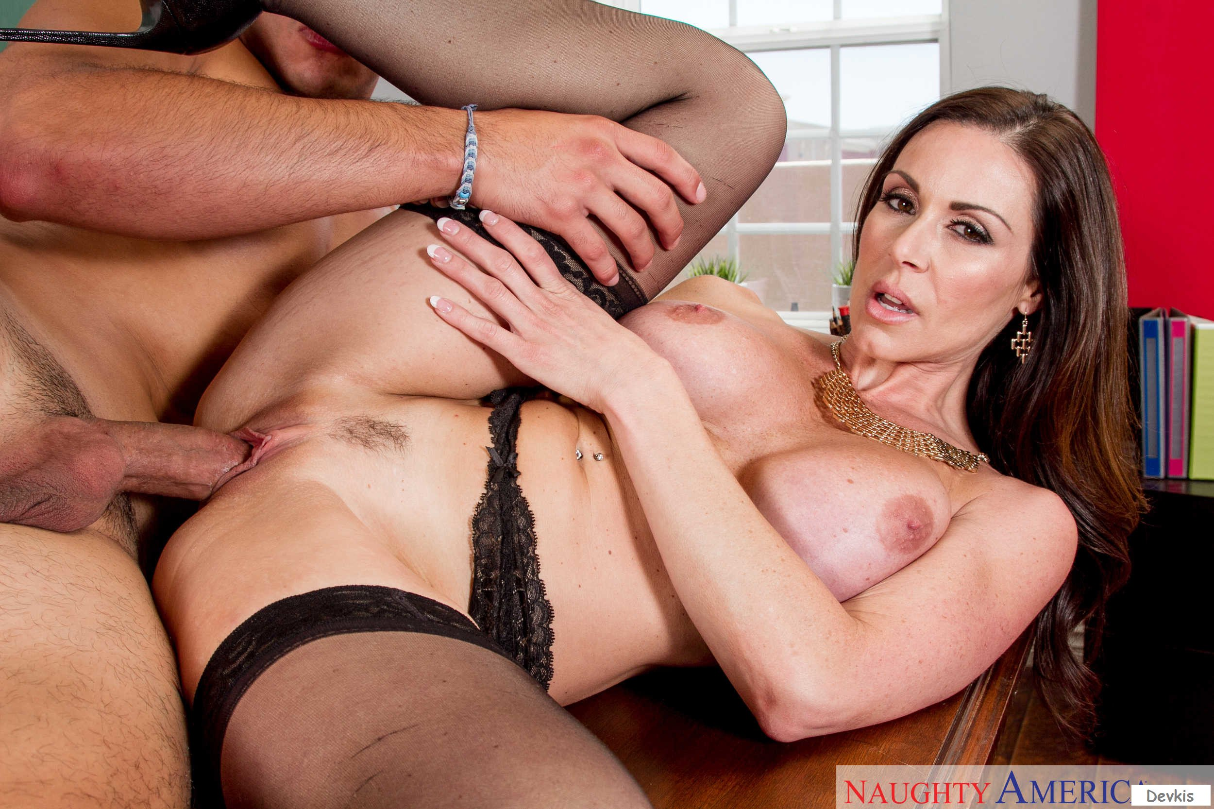 Cougar Kendra Lust Facialized By A Stud After Wild Fucking