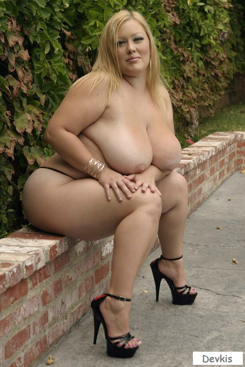 Outdoor chubby blonde nude
