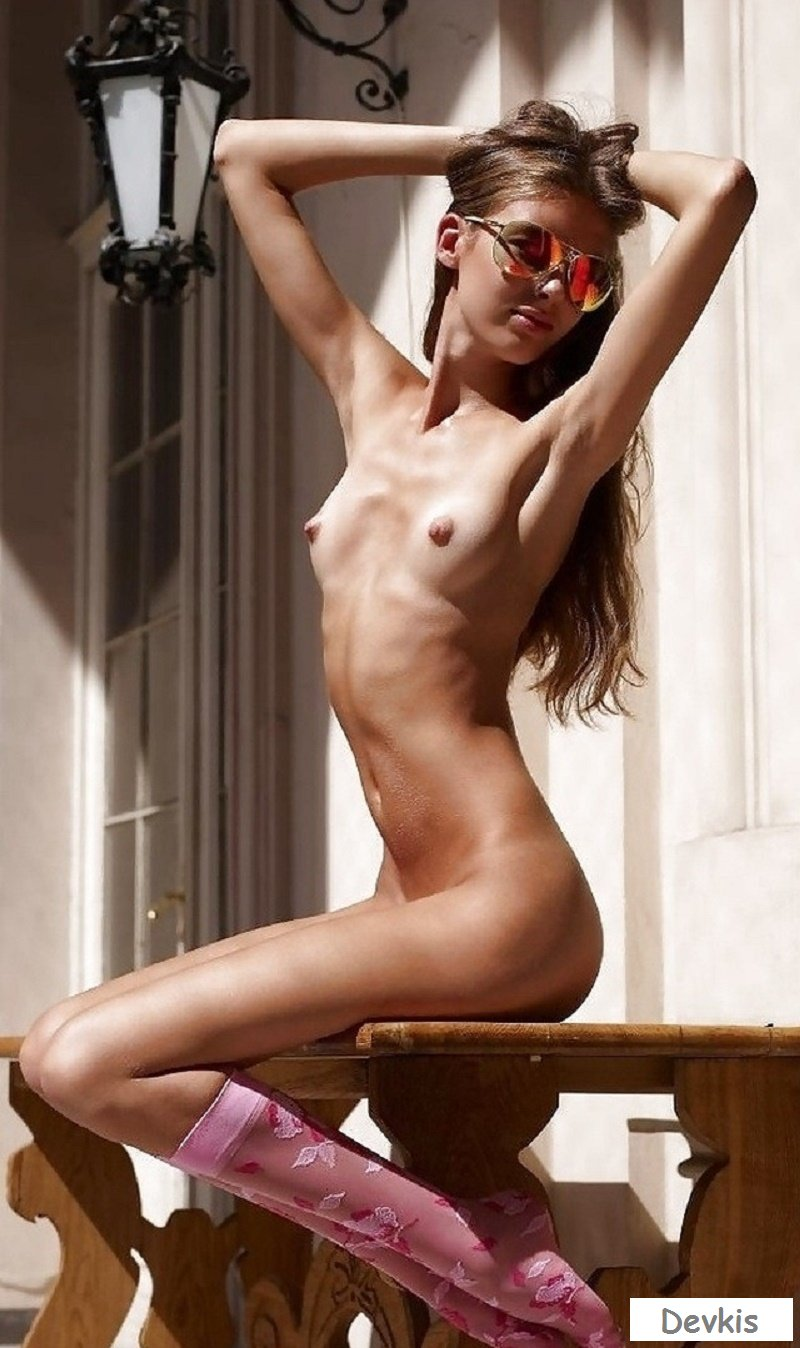 Skinny naked girls free pictures