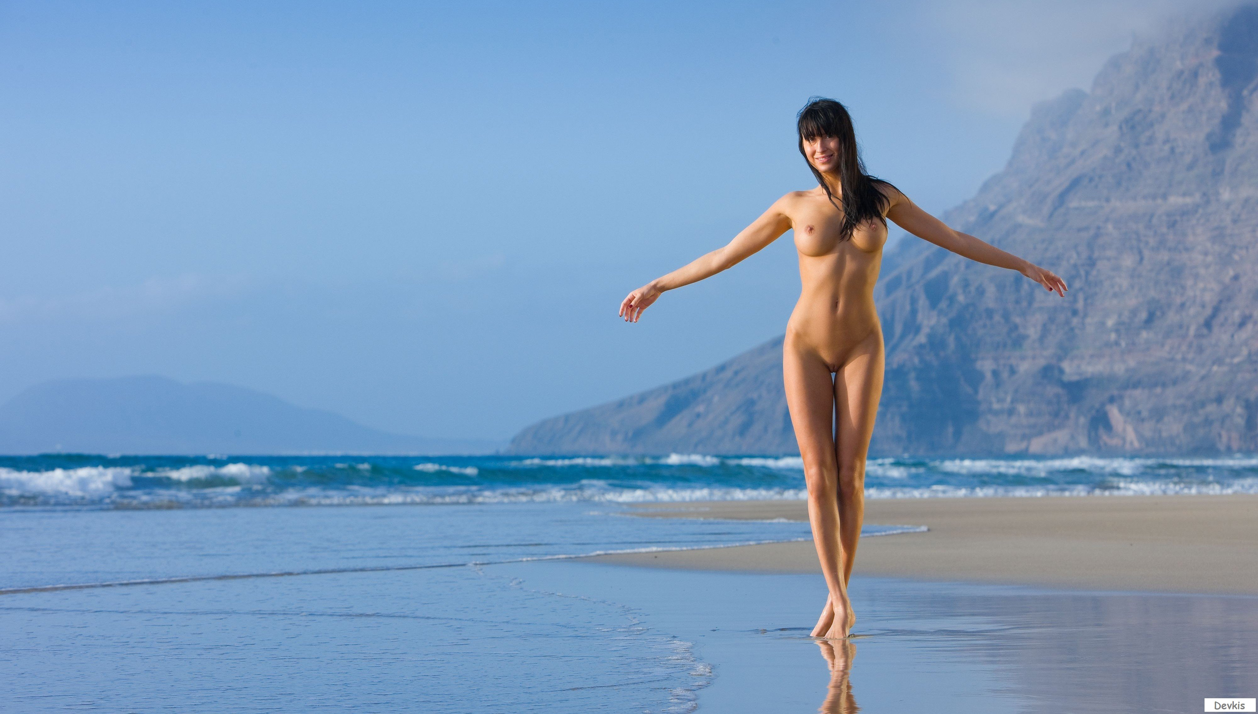 Non commercial naked woman