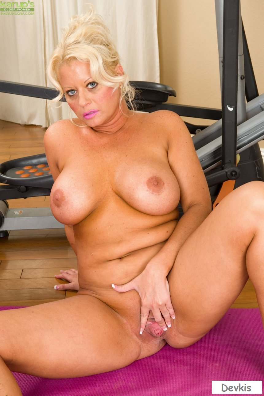 Mature blonde, molly maracas is cheating on her husband every day, because she likes fucking