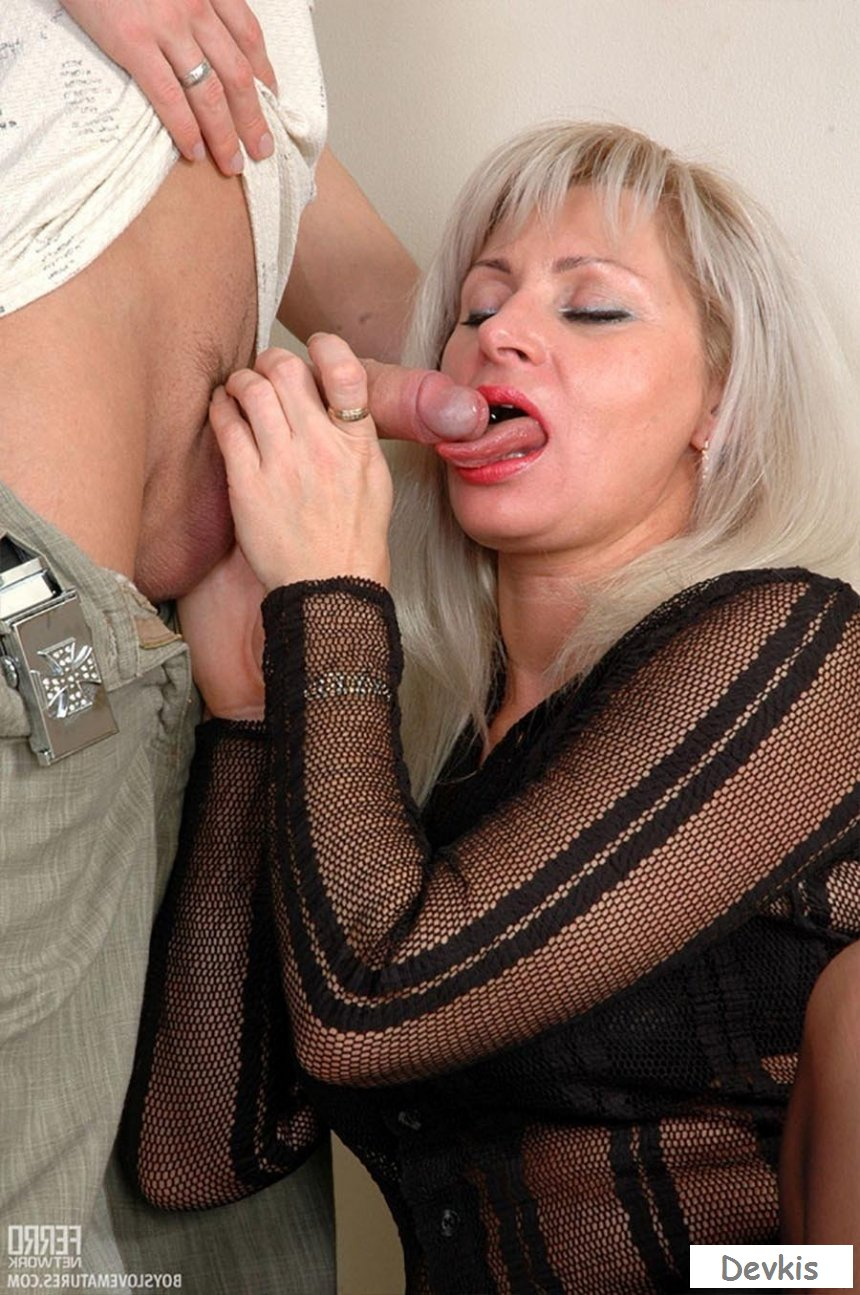 Son receives lascivious and forces sleeping mama sex clip, watch online for free
