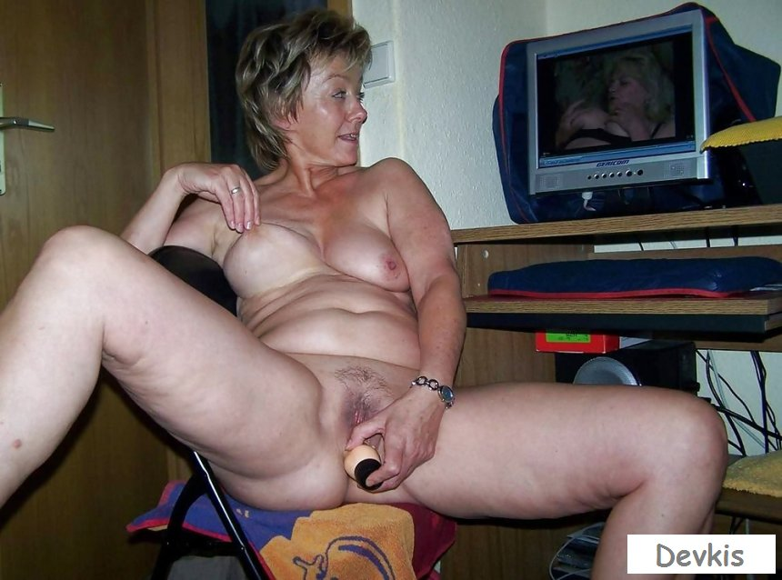 Old granny fingering herself