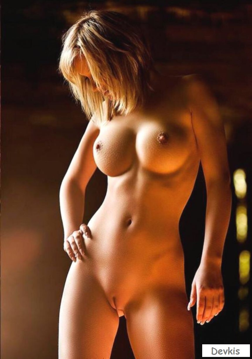 Sexy Looking Naked Women
